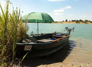 Angelboot zum Karpfenangeln vom Boot