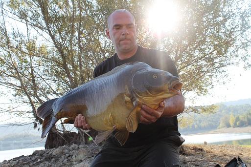 Kai mit 20kg Karpfen aus dem Cassien
